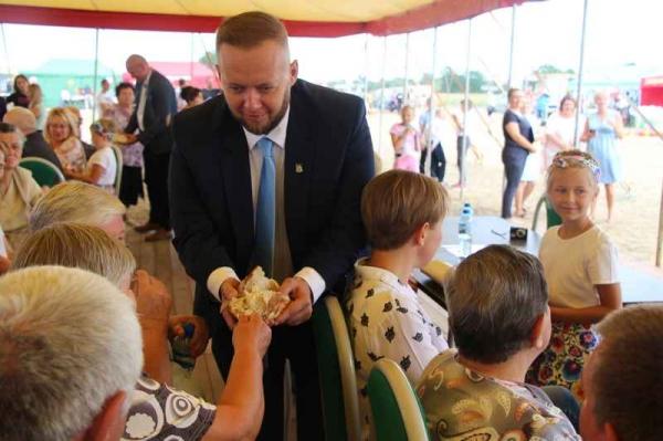 Fantastyczna, bezpieczna zabawa na Dożynkach Gminnych w Karowie